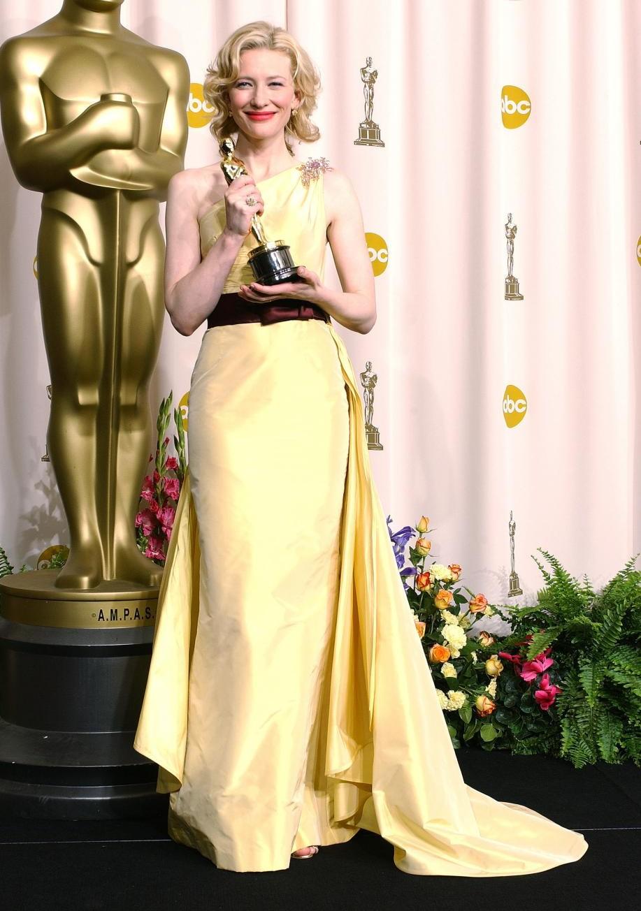1.Cate Blanchett a castigat Primul Oscar anul 2005, Intr-o rochie galbena, creatie Valentino