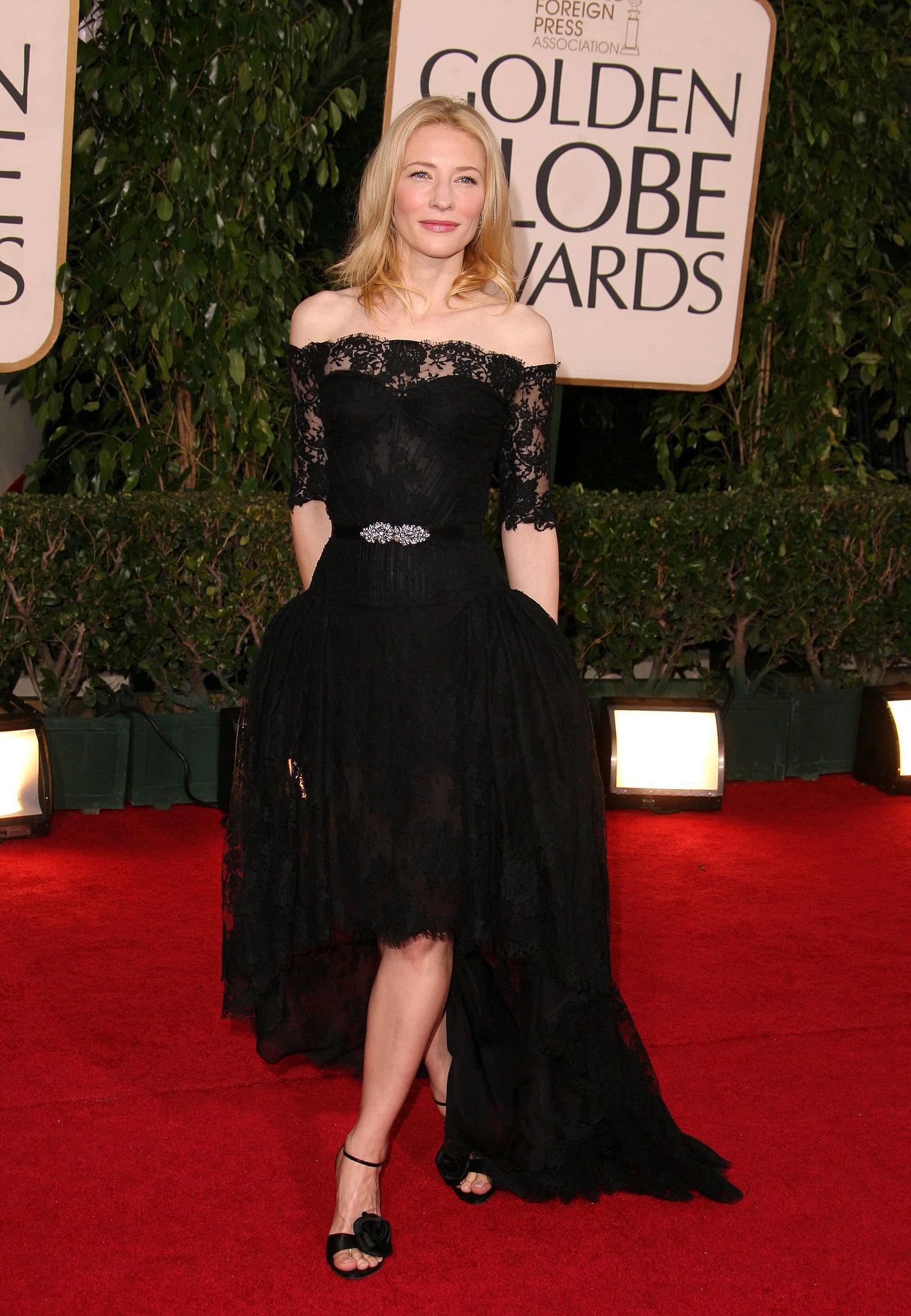 """3.Mare fan al designerului Alexander McQueen, Blanchett o purtat cu gratie o Rochie ne casei de moda britanice la Globurile de Aur, în 2007. """"Cand am insomnii, stau pe siteurile de moda"""", actrita spunea"""