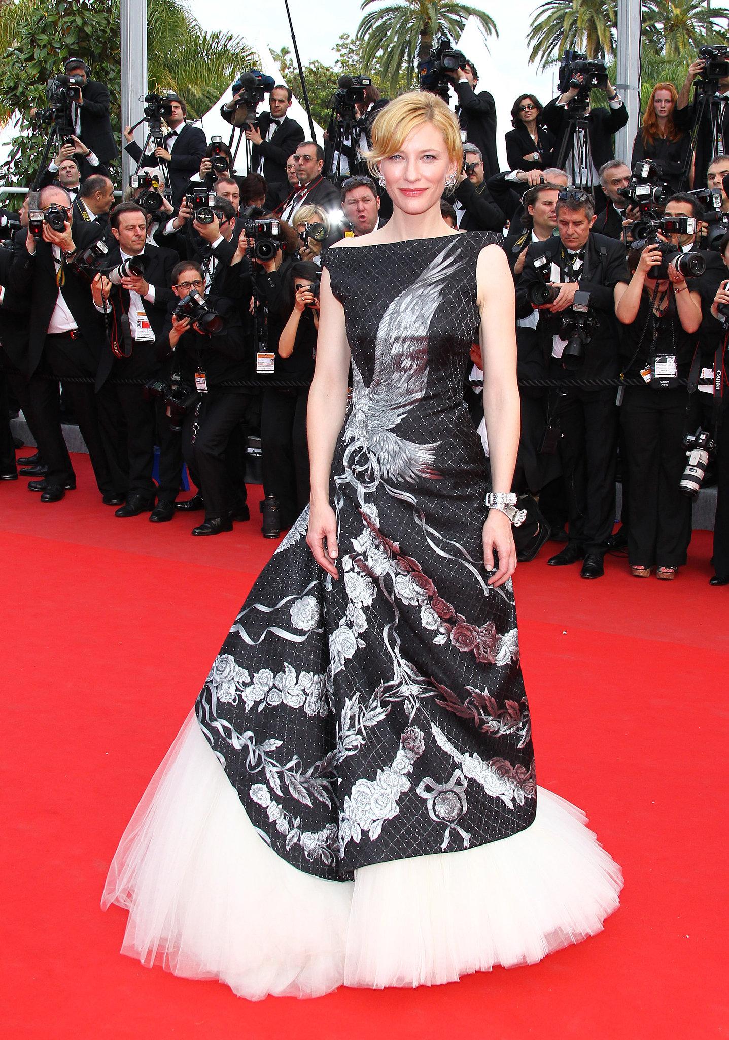 4.Una Dintre Cele mai uimitoare aparitii ne Fost la Festivalul de la Cannes, Unde Cate ne mizat tot pe o creatie Alexander McQueen