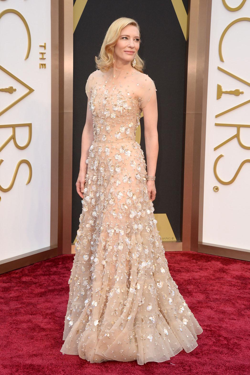 6.Tot În 2014, Cate o purtat una Dintre Cele mai scumpe rochii afisate vreodata la Premiile Oscar. Creatia Armani Prive o Fost estimata la peste 100.000 de dolari